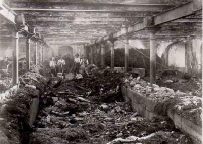 Reste vom alten Stall nach dem Brand