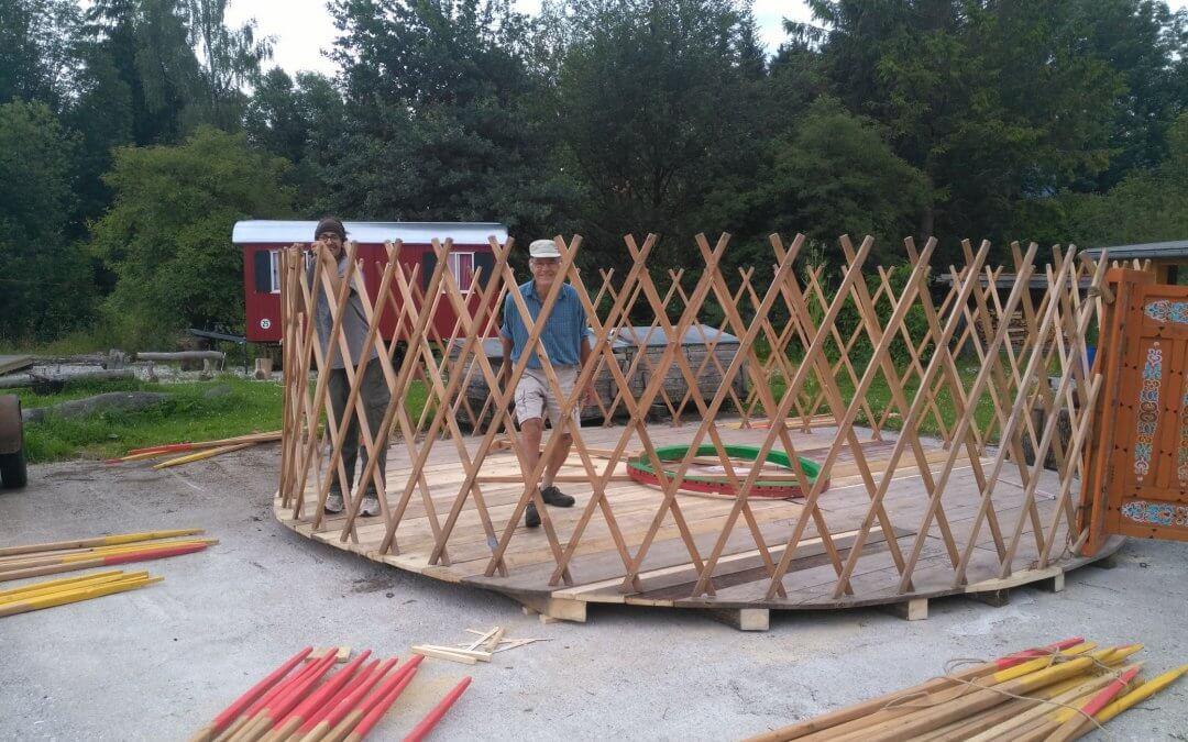 Die Jurte wird aufgebaut